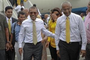 Maldives' former president Mohamed Nasheed and President-elect Ibrahim Mohamed Solih (right)