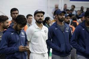 India captain Virat Kohli, center left, waits with his teammates for the trophy presentations to start after England won the fifth cricket test match