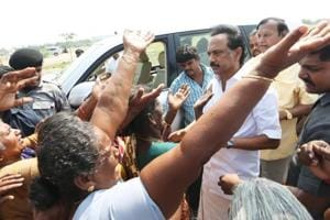 Victims who lost their huts due to cyclone Gaja express their grievances to the leader of opposition M K Stalin at Tharangambadi of Nagapattinam district, Tamil Nadu on Saturday. (HT Photo)