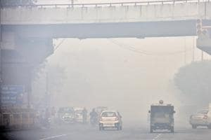 A view of Geeta Colony, coverd with smog. CPCB, the country's apex pollution monitoring and control body, has  come up with a checklist, which government agencies  in Delhi-NCR have to follow to curb air pollution.