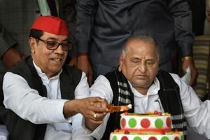 Lucknow: Samajwadi Party founder Mulayam Singh Yadav and National Vice-President of Samajwadi Party Kiranmoy Nanda cut a cake during Yadav