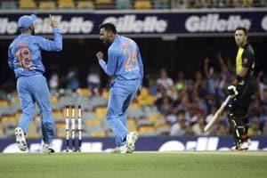 Krunal Pandya, center, celebrates with Virat Kohli, left, after dismissing Australia
