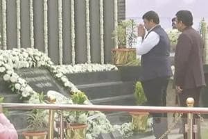 Maharashtra Chief Minister Devendra Fadnavis was among the dignitaries who paid homage at the 26/11 police memorial site at the Mumbai Police Gymkhana in south Mumbai.