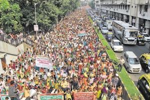 Farmers march towards Azad Maidan from Lalbaug area, demanding better drought compensation  and transfer of forest rights to tribals, Mumbai, Thursday, Nov 22