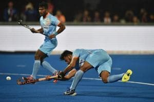 Harmanpreet Singh (R) of India passes the ball during the FIH Men