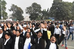 Patna: Patna High Court lawyers demonstrate outside the court after the murder of a senior advocate in Patna, Wednesday, Dec. 5, 2018. (PTI Photo) (PTI12_5_2018_000073A)