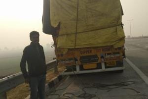The victims on the 16-tyre truck were bringing apples from Jammu and Kashmir to Gorakhpur in eastern Uttar Pradesh, when they were intercepted by the gang in another truck.