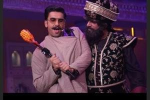 Actor Simmba with Sunil Grover for Kanpur Wale Khuranas.