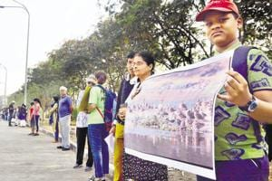 Residents, students, environmentalist formed a human chain in Yerawada to save the Salim Ali bird sanctuary.