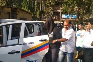 Mumbai Police with one of the people arrested in connection with the murder of diamond merchant Rajeshwar Udani.