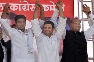 Rahul Gandhi holding hands withSachin Pilot(L), Ashok Gehlot (R)