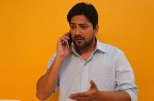 A confused Aniket Vishwasrao during the shoot of Hungama's Marathi series 'Padded ki Pushup', soon to release on Hungama Play