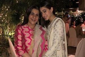 Sara Ali Khan with mom Amrita Singh onDiwali this year.