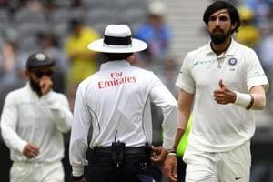 Ishant Sharma (R) gives thumps up after the dismissal of Australia