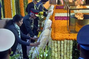 Defence minister Nirmala Sitharaman and senior officers pay tribute to soldiers on the occasion of Vijay Diwas, at India Gate, in New Delhi on  December 16.