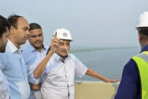 Manohar Parrikar through his picture with a feeder tube protruding from one nostril has sought to have told his detractors that he is still in-charge of the state.
