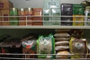 The apex food regulator framing guidelines for labelling of genetically modified (GM) food items for manufacture, sale and distribution in India is considering a threshold value of 1% as labelling requirement.