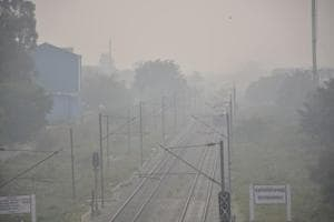 A view of smog and air pollution engulfed at Dimond Bridge, Kavi Nagar, in Ghaziabad.