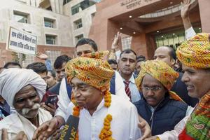 Farmers garland Madhya Pradesh chief minister Kamal Nath in a thankful gesture for his decision of waiving off their loans, at State Mantralaya in Bhopal,on December 18, 2018.