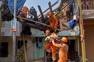 The Mumbai Police have arrested the contractor and supervisor of the Goregaon building that collapsed on Sunday.