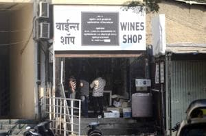 Wine shops remain open till late night on 31st December  in Pune.