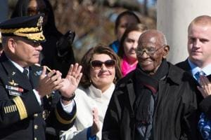 In this file photo taken on November 11, 2013, Richard Overton (C), American veteran of World War II, stands and is applauded as the US President acknowledges him during a Veteran