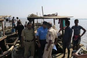 The Coast Guard arrested 14 illegal sand miners and seized 2 boats off Panju island in Vasai, Mumbai.