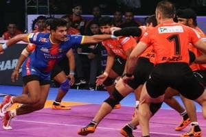 UP Yoddhas rode on their defenders to make a major upset as they outclassed U Mumba 34-29 in the first eliminator of the Pro Kabaddi League.