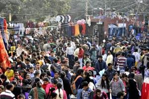 Estimates show that on January 1, 2018,  around 1.5 lakh people gathered around CP and India Gate alone in central Delhi. Another 50,000 people visited Delhi Zoo and Old Fort, causing congestion across Central and New Delhi.