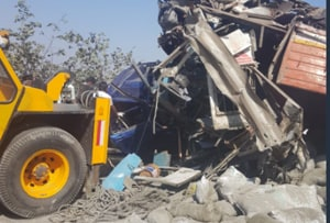 4 people killed, 5 injured in collision between a truck and a car near Khopoli on Pune-Mumbai expressway.