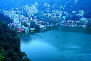 As there is almost no flat land available in the hilly Nainital, there is not much space for parking here.