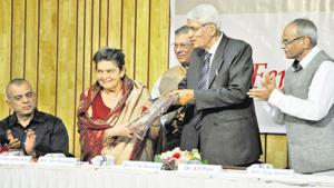 Sai Paranjape (second from left) was presented with the Fergusson Gaurav award by S F Patil (second from right), executive director, international affairs, research and training, Bharati Vidyapeeth deemed university, at the Navalmal Firodia Law College on Sunday.