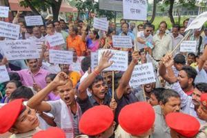 Guwahati: Kalita Janagosthi Sanmilan activists raise slogans during a protest demanding Schedule Tribe (ST) status at Six Mile, in Guwahati, Friday, Oct 05, 2018. (PTI Photo)(PTI10_5_2018_000064B)