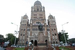 The Brihanmumbai Municipal Corporation headquarters.  Civic officials cite several reasons – lack of funds, owners moving court, encroachments, low compensation and political pressure – for the BMC's failure to acquire the plots.