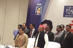 BSP chief Mayawati and Samajwadi Party president Akhilesh Singh Yadav at a joint press conference to announce the alliance between the two parties in Lucknow on Saturday.