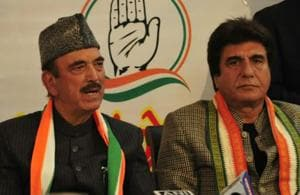 Congress leader Ghulam Nabi Azad (left) said it was Samajwadi Party that broke the alliance with it. Both parties had tied up before the 2017 UP assembly elections.