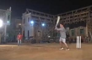 Salman Khan plays cricket on the sets of Bharat.