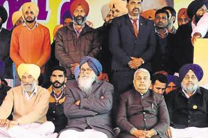 Former Punjab CM Prakash Singh Badal (in blue turban) and other leaders at a rally of the Shiromani Akali Dal on the occasion of Maghi Mela on Monday, January 14, 2019.