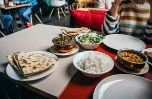 Health and environment experts are urging the world to adopt a daily meal plan in order to sustain a global population.