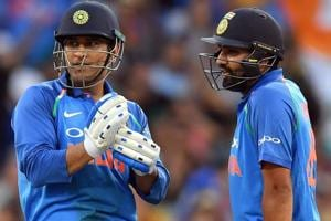 MS Dhoni (L) and Rohit Sharma talks during their partnership.