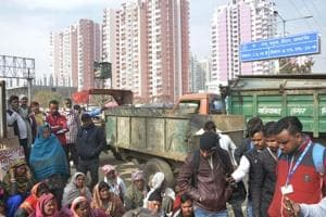 Residents of Siddharth Vihar claimed they stopped around 45-50 trucks carrying garbage to the Pratap Vihar landfil site.