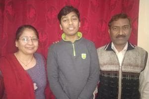 JEEMain 2019 Results:Kanpur topper Naman who score 100 percentile with his parents