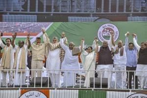 The opposition leaders at the Kolkata rally, Jan 19. The scale of the rally and the show of strength represents a leap in the way the opposition parties plan to frame the 2019 election.