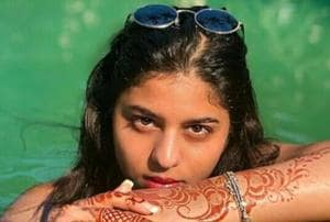 A video of Suhana Khan chilling in the pool has gone viral.