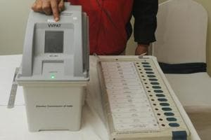 An electoral officer demonstrates the Electronic Voting Machine (EVM) and Voter Verifiable Paper Audit Trail (VVPAT) during the review meeting of poll preparedness of the state for the upcoming general elections, in Patna, Bihar.
