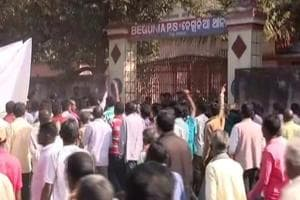 Villagers stormed inside a police station in Odisha and ransacked it.