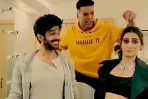 Kriti Sanon And Kartik A S Song From Luka Chuppi Gets An Akshay Ar Twist Watch Video