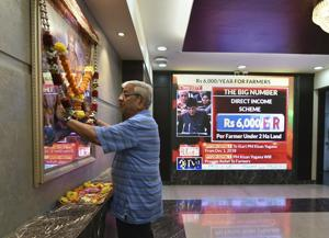 A broker offers prayers as the announcement of the interim Union budget by finance minister Piyush Goyal plays on a screen, Bombay Stock Exchange, Mumbai, February 1, 2019