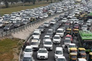 A view of the traffic jam at Delhi-Meerut Expressway towards Sarai Kale Khan and ITO on Ring Road in New Delhi.
