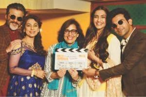 Sonam Kapoor poses with Rajkummar Rao, Juhi Chawal, Anil Kapoor and the entire cast of Ek Ladki Ko Dekha Toh Aisa Laga.